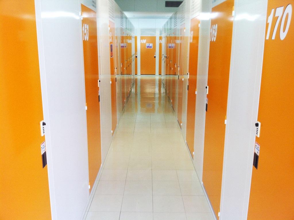 事務所併設!安心安全な室内トランクルーム